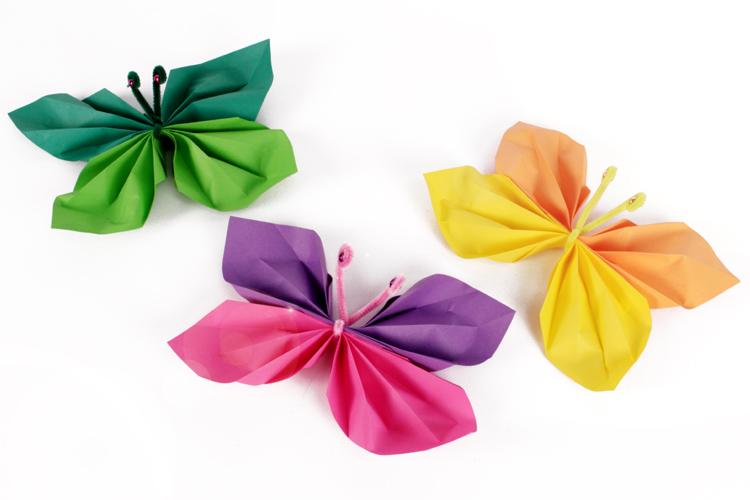 Papillons en papier activit s enfantines id es cr a 10 doigts - Papillon en papier de soie ...
