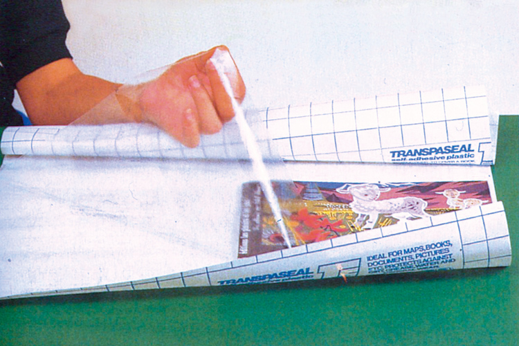Rouleau de pellicule adh sive repositionnable transparente for Rouleau de papier adhesif decoratif